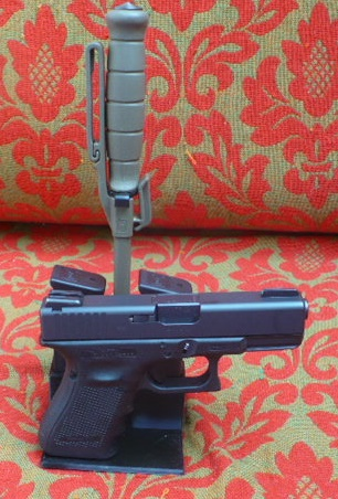 Zobrazit detail výrobku Stojánek do trezoru na Glock 19 + 2 zásobníky + nůž